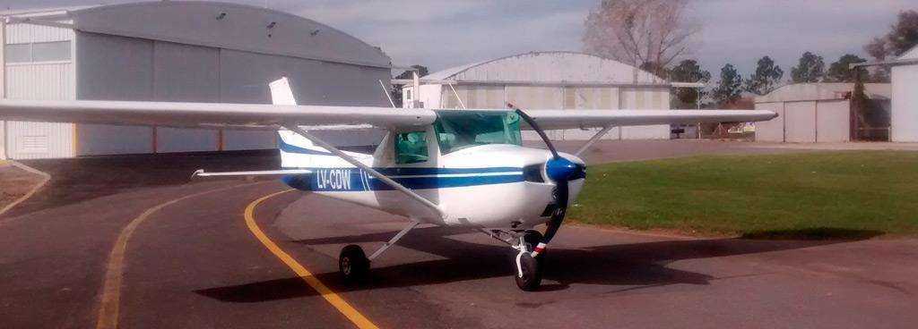 Tenemos dos aeronaves Cessna 150 para conocer la diferencia del vuelo con aeronaves de ala alta y de ala baja